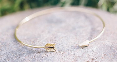 Maida arrow bracelet
