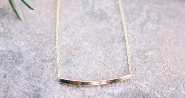 Zoe tube bar necklace