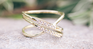 Gale criss cross ring